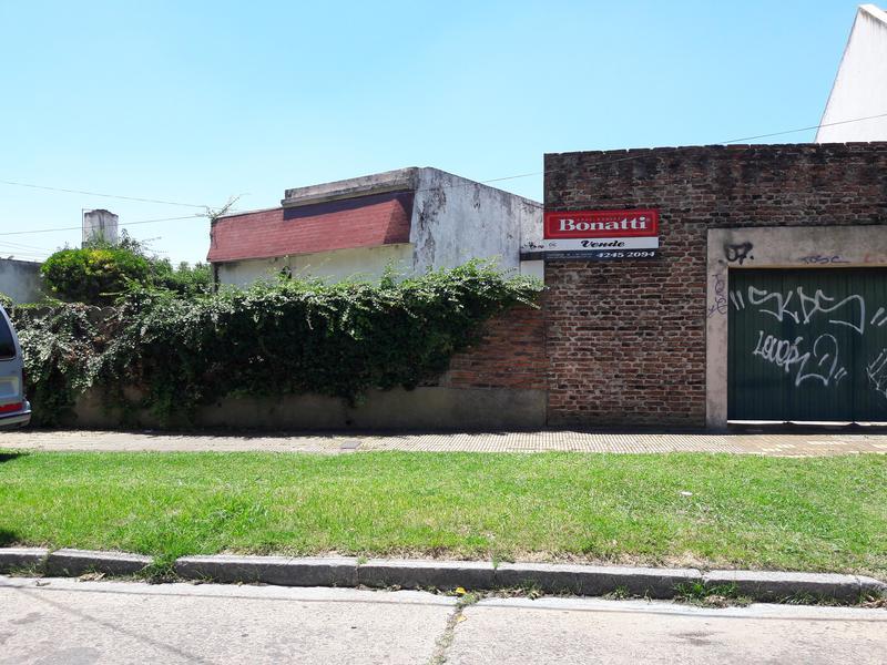 Foto Casa en Venta en  Temperley Este,  Temperley  Estevez CORREA 360   e/ J. Rosso y P. Moreno