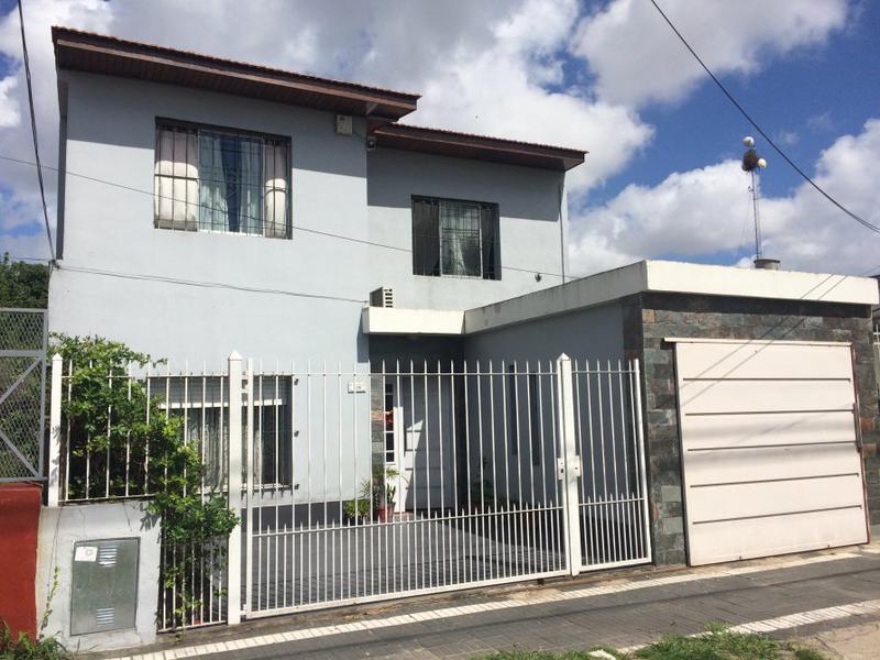 Foto Casa en Venta en  Lomas De Zamora ,  G.B.A. Zona Sur  MANUEL DE FALLA 376