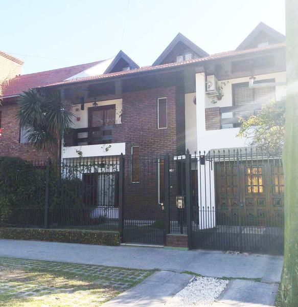 Foto Casa en Venta en  Banfield Oeste,  Banfield  Tucuman al 1000