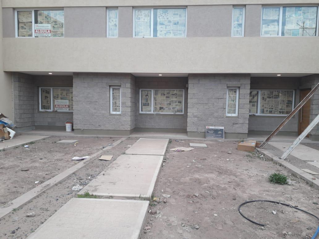 Foto Casa en Alquiler en  Capital ,  Neuquen  Loteo Perticone