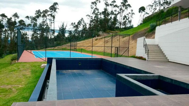 Foto Casa en Venta en  La Armenia,  Quito  Universidad internacional del ecuador