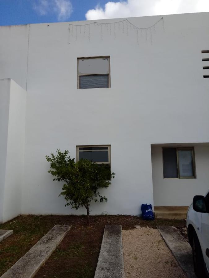 Foto Casa en Venta en  Quetzal Región 523,  Cancún          CASA EN VENTA EN CANCUN EN PRIVADA EN AVE. LAS TORRES