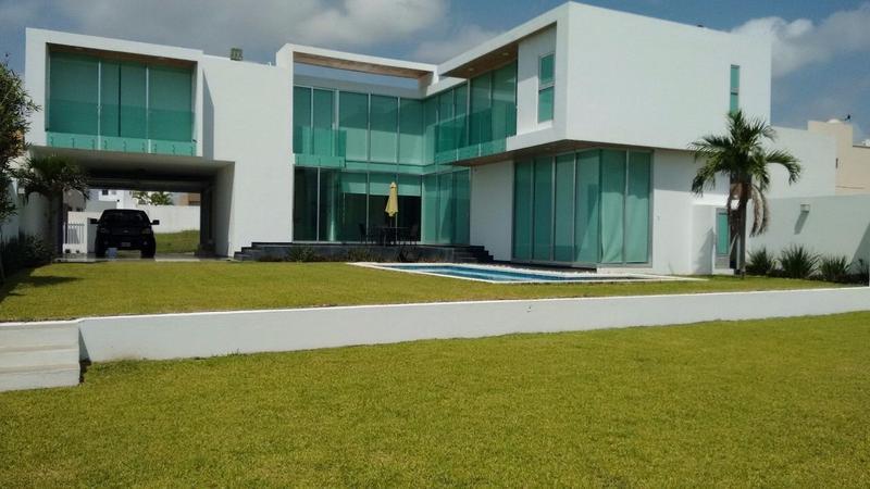 Foto Casa en Venta en  Lomas Diamante,  Alvarado                  LOMAS DIAMANTE, Casa en VENTA en esquina con alberca y un amplio jardín