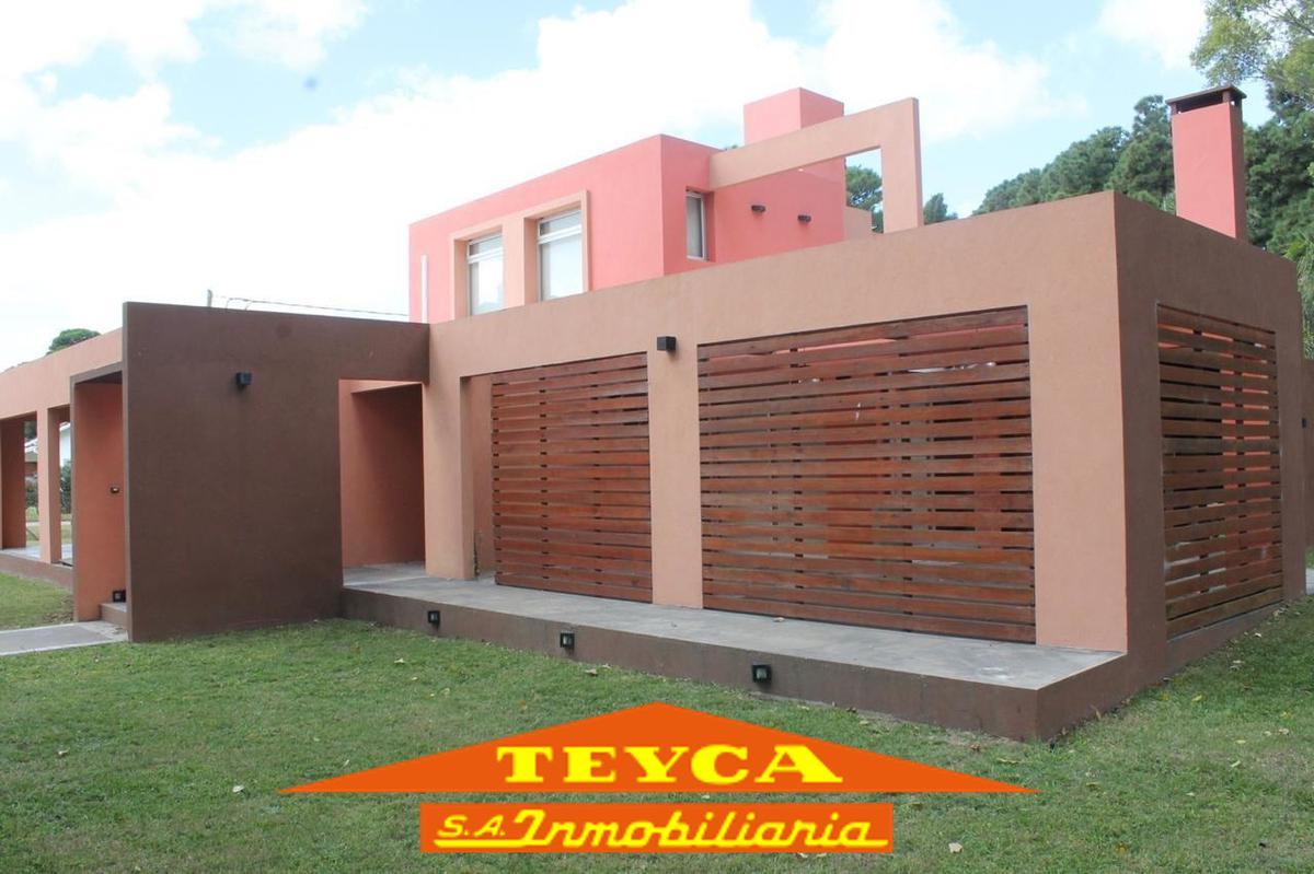Foto Casa en Alquiler temporario en  Pinamar ,  Costa Atlantica  ROBINSON CRUSOE 670 ESQ. GULLIVER