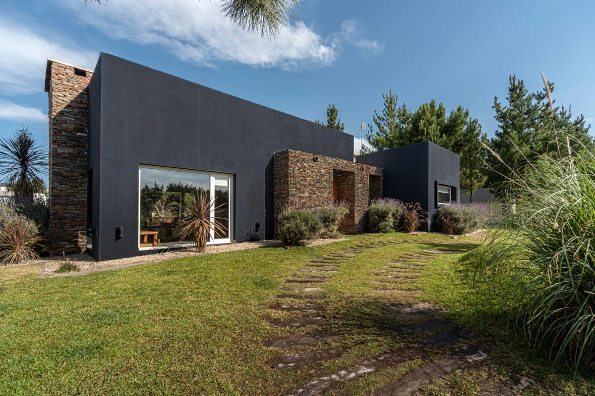 Foto Casa en Venta en  Costa Esmeralda,  Punta Medanos  484 Residencial I