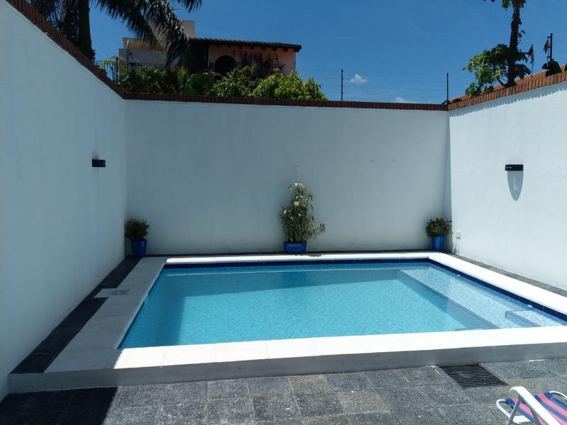 Foto Casa en Venta | Alquiler en  Ycua Sati,  Santisima Trinidad  Zona Colegio Goethe