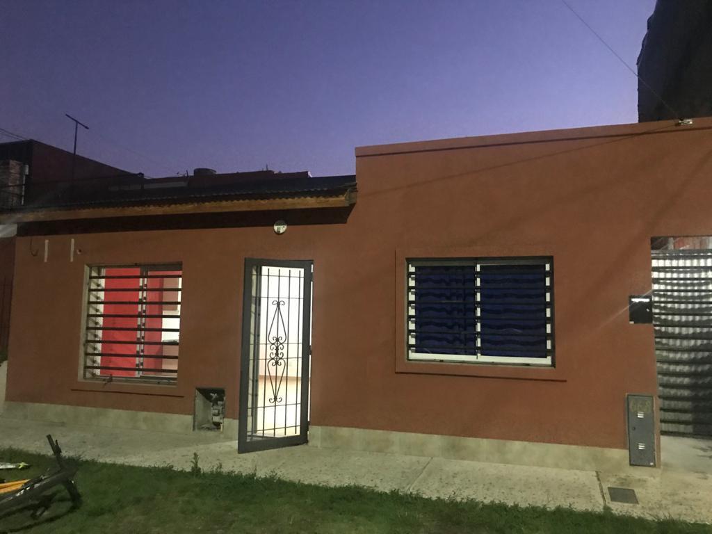 Foto PH en Alquiler en  Ituzaingó ,  G.B.A. Zona Oeste  Artigas al 600