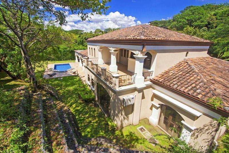 Foto Casa en condominio en Venta en  Santana,  Santa Ana  Lujosa Casa en Villa Real en Terreno de 1472 m2