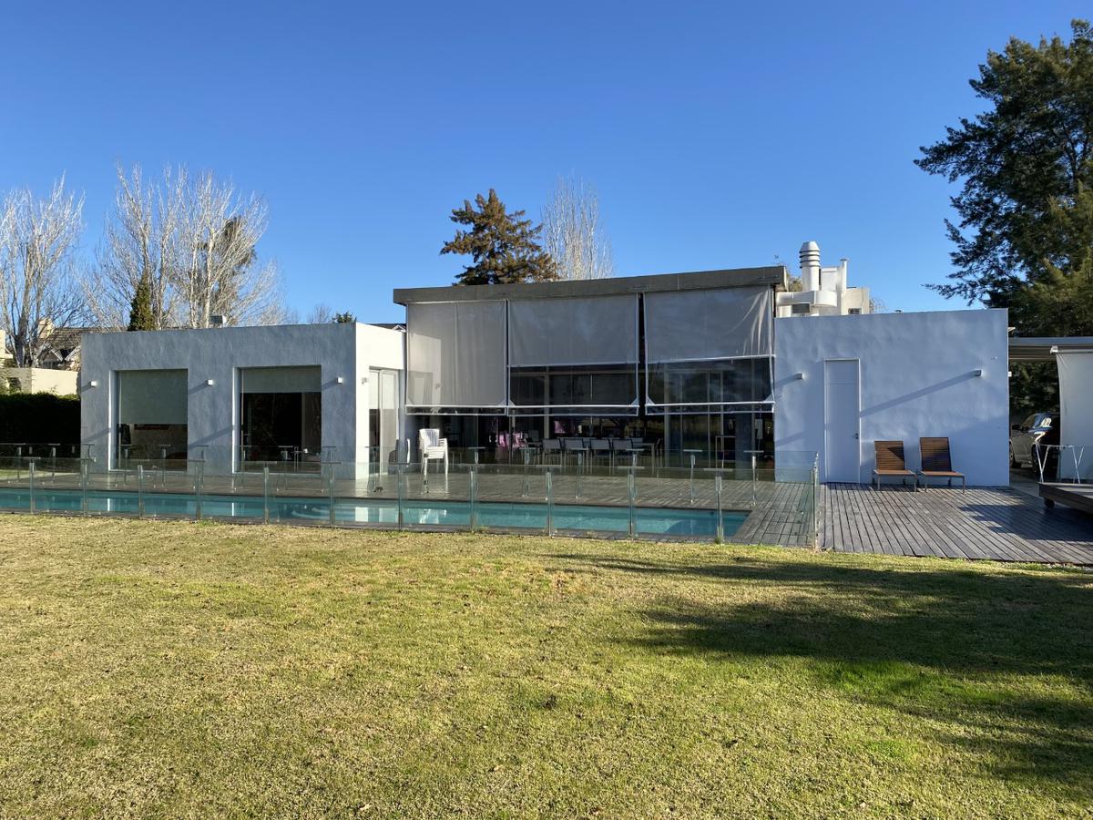 Foto Casa en Venta en  Abril Club De Campo,  Countries/B.Cerrado (Berazategui)  Abril