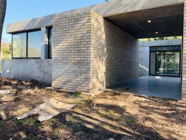 Foto Casa en Venta en  Villa Elisa,  La Plata  411 Esquina 21 A