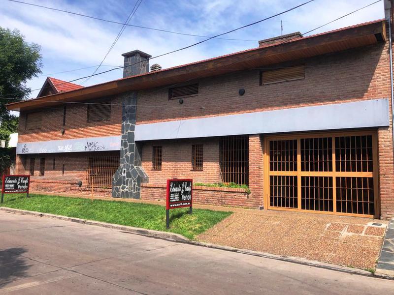 Foto Casa en Venta en  Castelar Norte,  Castelar  Pergamino al 1400