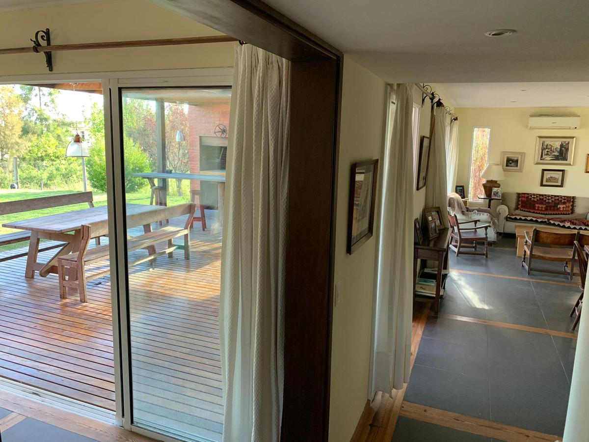 Foto Casa en Alquiler |  en  Altos de La Tahona,  Countries/B.Cerrado (Carrasco)  Altos de la Tahona - gran fondo - 2 plantas