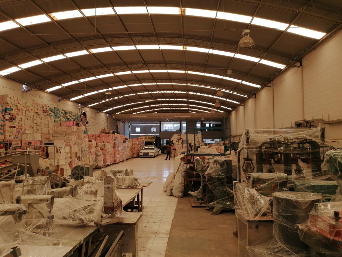 Foto Bodega Industrial en Renta en  La Candelaria,  León  Bodega en RENTA en Col. la Candelaria, amplísima, oficinas, acceso para trailer, excelente opción!!!