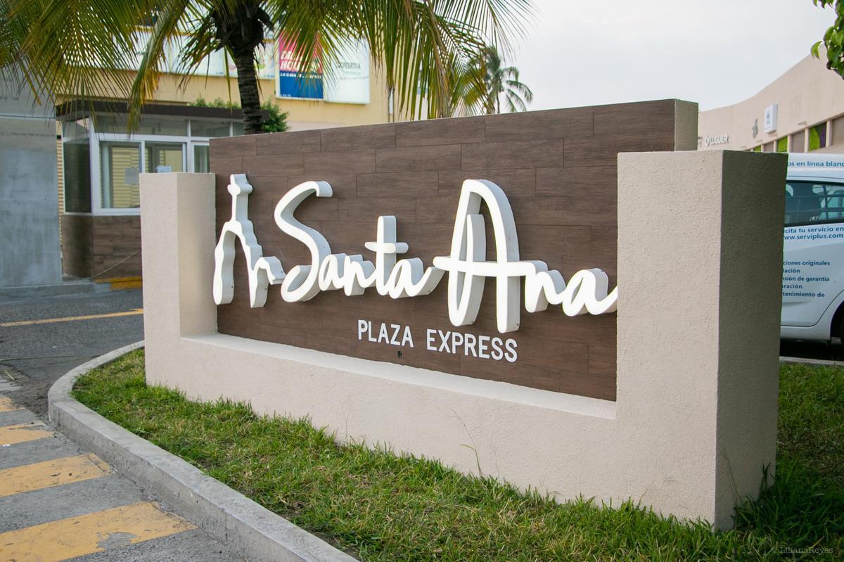 Foto Local en Renta en  Fraccionamiento Las Americas,  Boca del Río  PLAZA SANTA ANA, Local comercial en RENTA de 75 y 80 m2