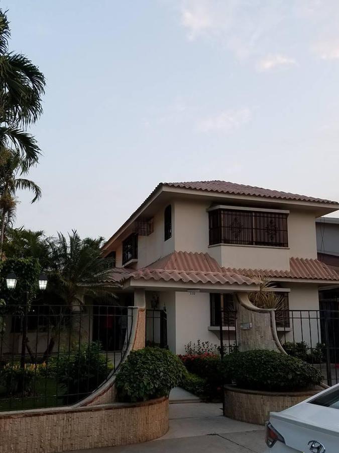 Foto Casa en Venta en  Samborondón,  Guayaquil  Vía Samborondon Urb. La Puntilla se vende casa de oportunidad