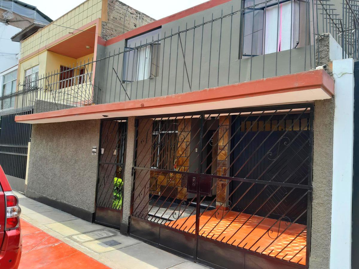Foto Casa en Venta |  en  Santiago de Surco,  Lima  Calle Saturno, urb. San Roque