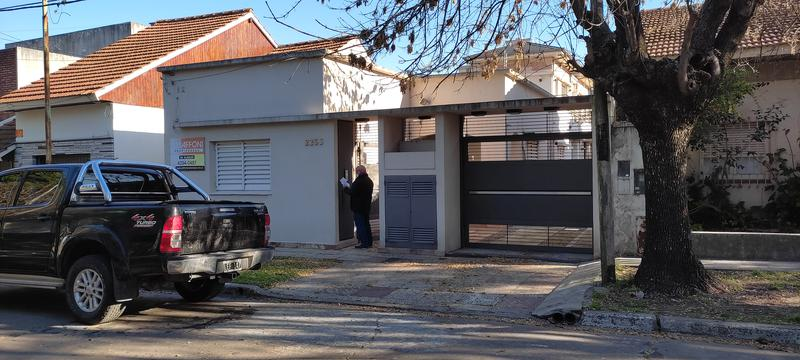 Foto PH en Alquiler en  Turdera,  Lomas De Zamora  PADRE BRUNO 2255, entre Pretti y Segurola