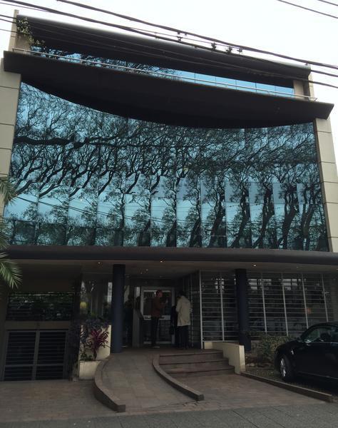 Foto Local en Alquiler | Venta en  S.Isi.-Vias/Libert.,  San Isidro  Av Libertador al 15600