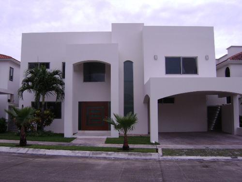 Foto Casa en condominio en Renta en  Cancún Centro,  Cancún  RENTO HERMOSA CASA EN VILLA MAGNA