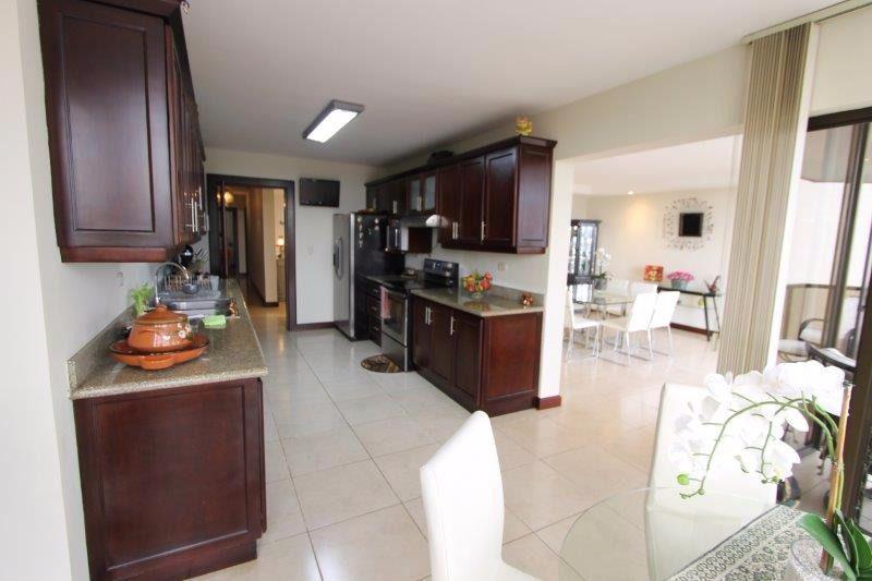 Foto Departamento en Venta en  Bello Horizonte,  Escazu  Apartamento en Escazú con Vista 180°