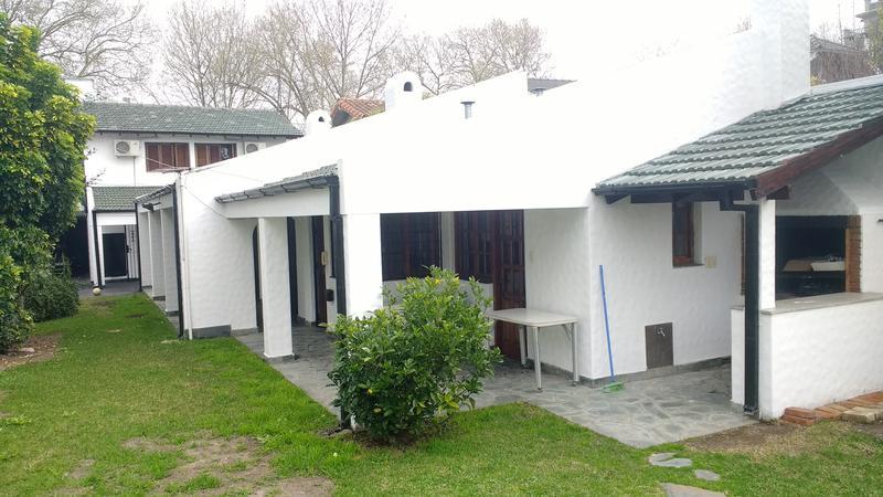 Foto Casa en Venta en  Adrogue,  Almirante Brown  Republica de Italia al 700