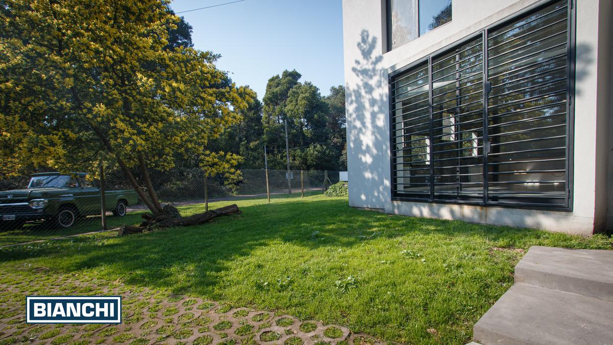 Foto Casa en Venta en  Bosque Peralta Ramos,  Mar Del Plata  Casa de Diseño en Bosque Peralta Ramos