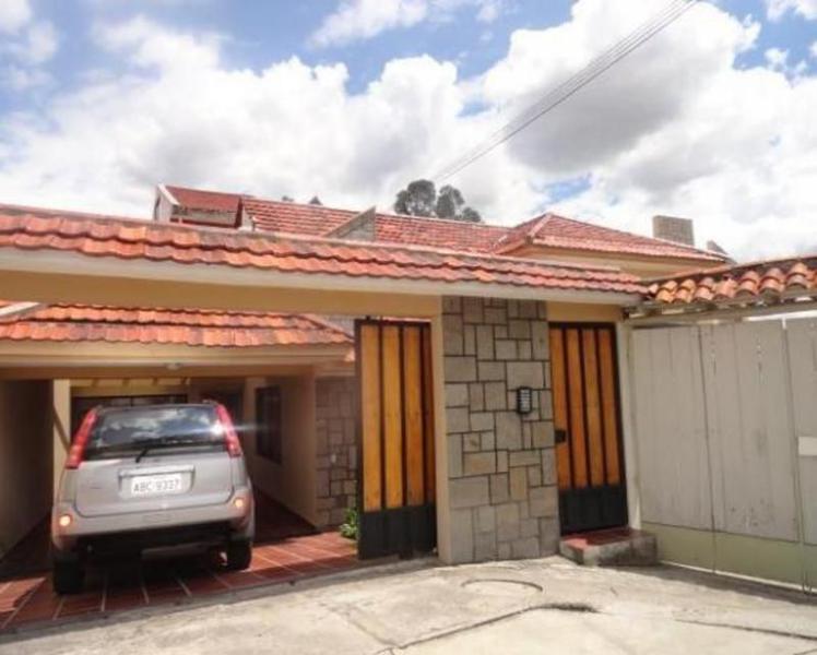 Foto Casa en Venta en  Este,  Cuenca  Calle Margaritas