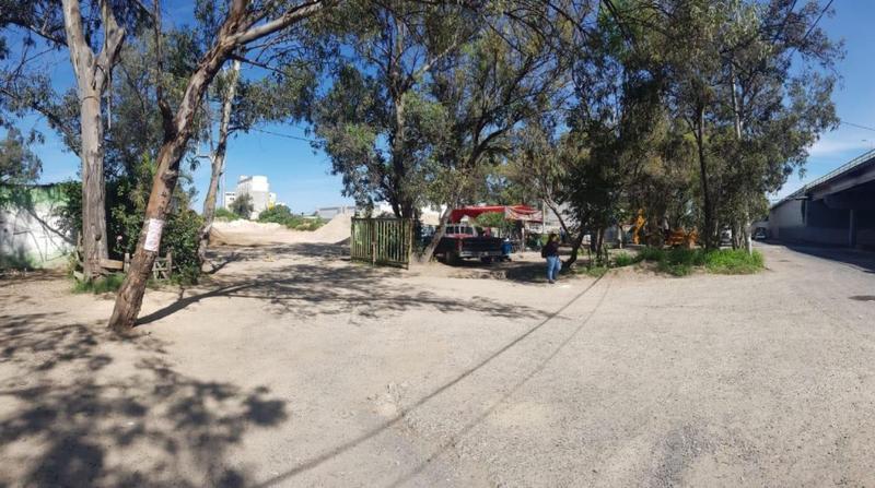 Foto Terreno en Venta en  San Juan de Ocotan,  Zapopan  Terreno con frente a Periferico cruce con Av. Inglaterra 2600 metros