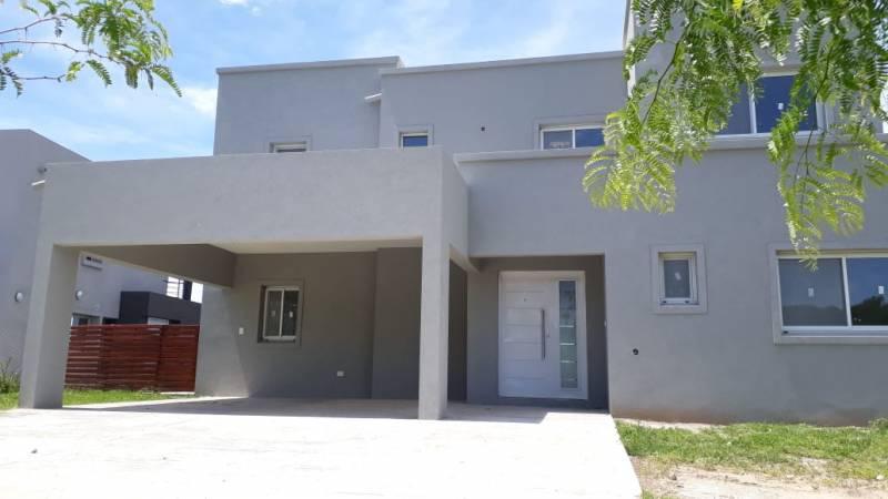 Foto Casa en Venta en  El Canton - Norte,  Countries/B.Cerrado (Escobar)  El Canton Norte al 100
