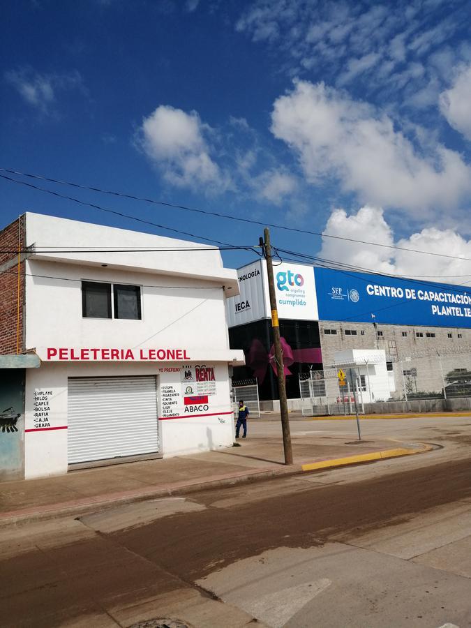 Foto Local en Renta en  Desarrollo El Potrero,  León  Local ideal para oficina, frente al IECA