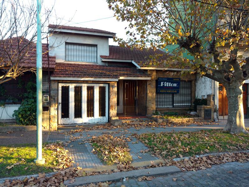 Foto Casa en Venta en  Banfield Este,  Banfield  Talcahuano 985
