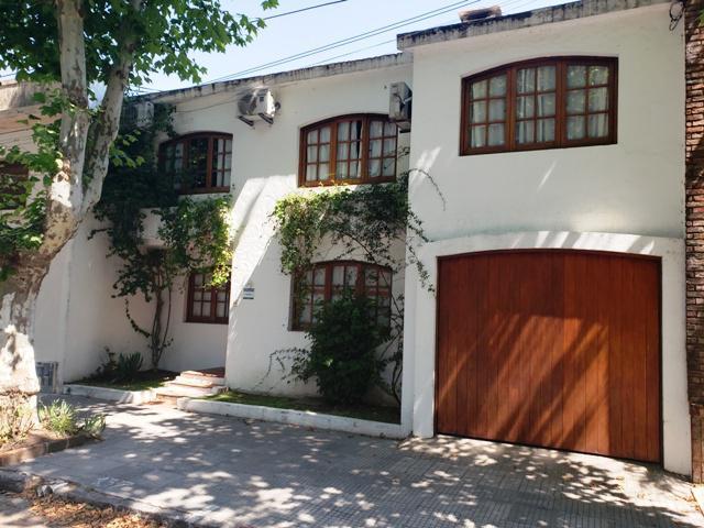Foto Casa en Venta en  Colonia del Sacramento ,  Colonia  casa en 2 plantas de 3 dormitorios en el centro de Colonia