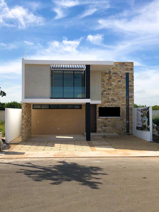Foto Casa en Renta en  Pueblo Cholul,  Mérida  Hermosa residencia con acabados de lujo en Privada en el norte de la ciudad!