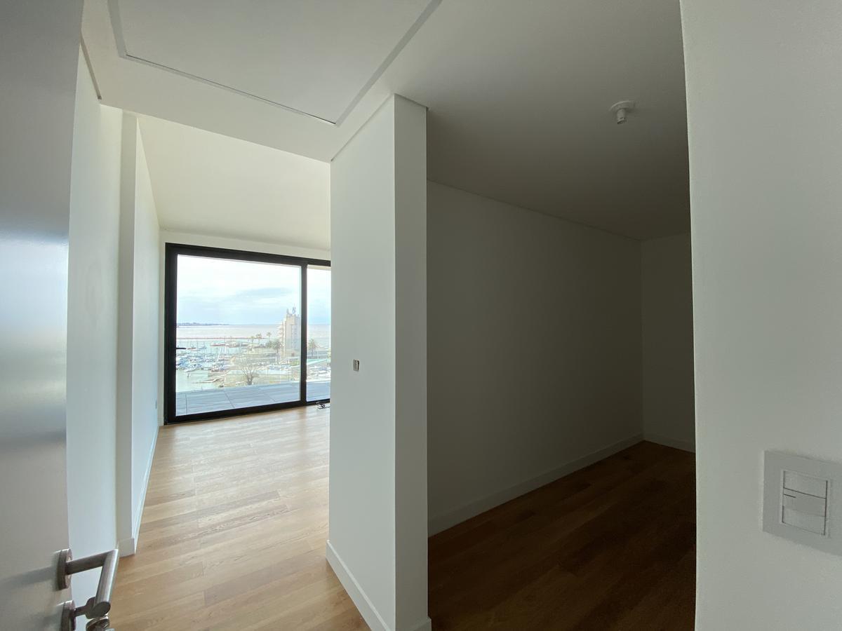 Foto Apartamento en Venta en  Puerto Buceo ,  Montevideo  Rambla Armenia al 1600