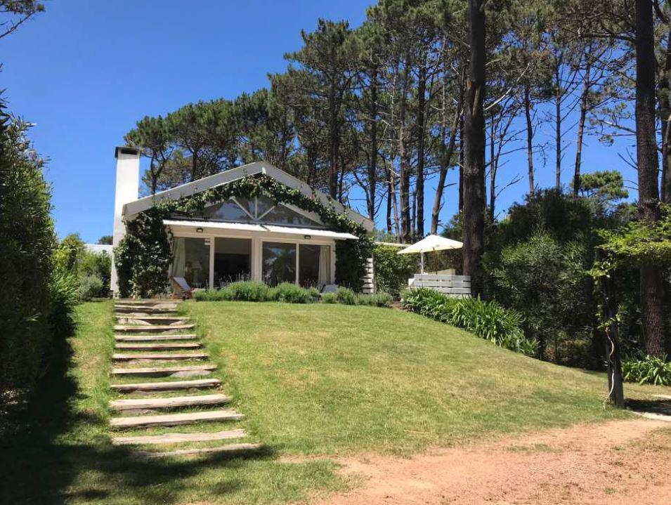 Foto Casa en Alquiler temporario en  Montoya,  La Barra  Casa Arenys, a 200 metros de la playa Montoya
