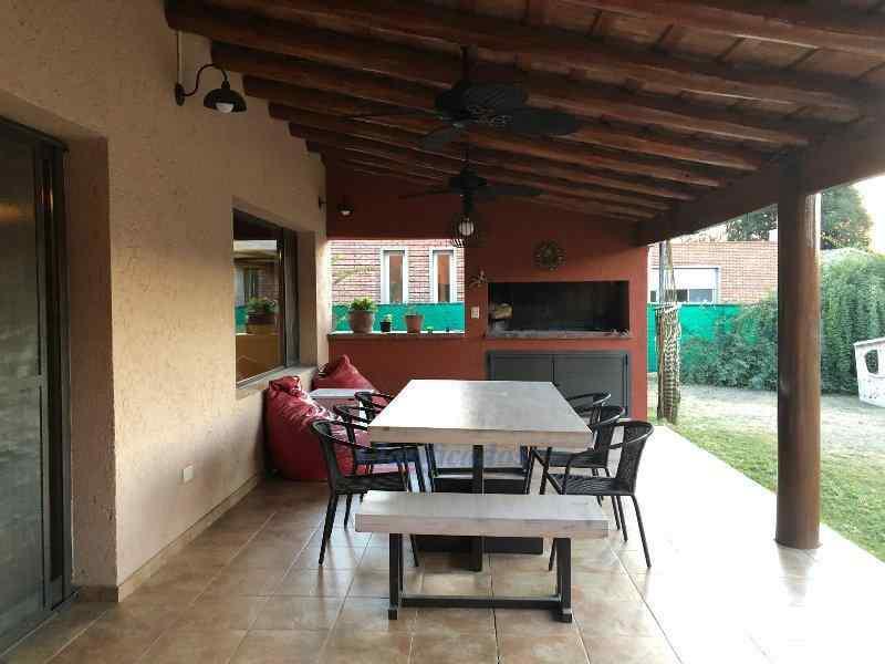 Foto Casa en Venta en  Campiñas del Sur,  Cordoba Capital  Casa en venta en Campiñas del Sur. Gran jardín con pileta.