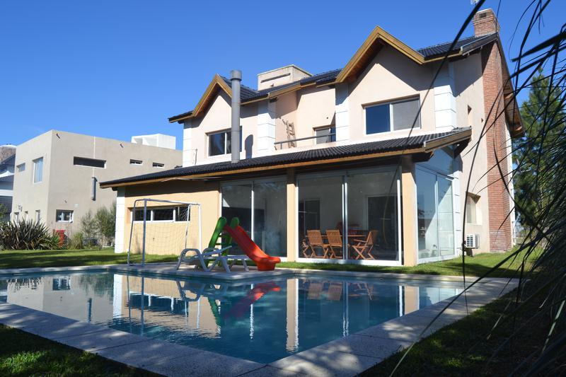 Foto Casa en Venta en  El Principado,  Countries/B.Cerrado  Venta - Casa en el barrio privado El Principado