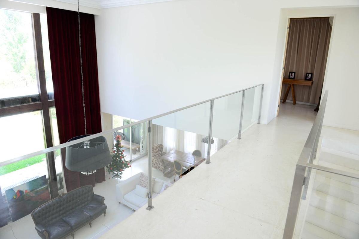 Foto Casa en Venta en  Santa Catalina,  Villanueva  Excelente prop. 5 amb. de calidad de construcción. Santa Catalina. Villanueva