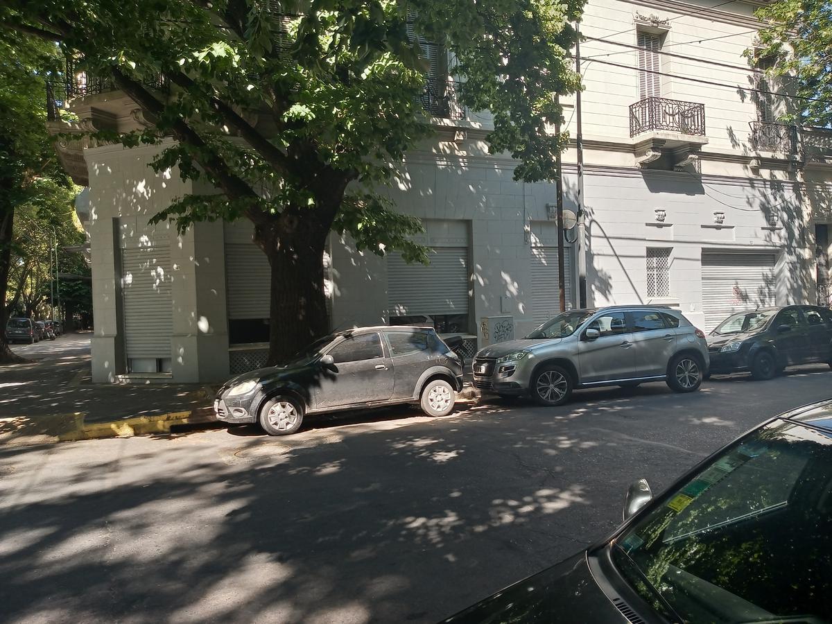 Foto Local en Venta en  La Plata ,  G.B.A. Zona Sur  51 esquina 3