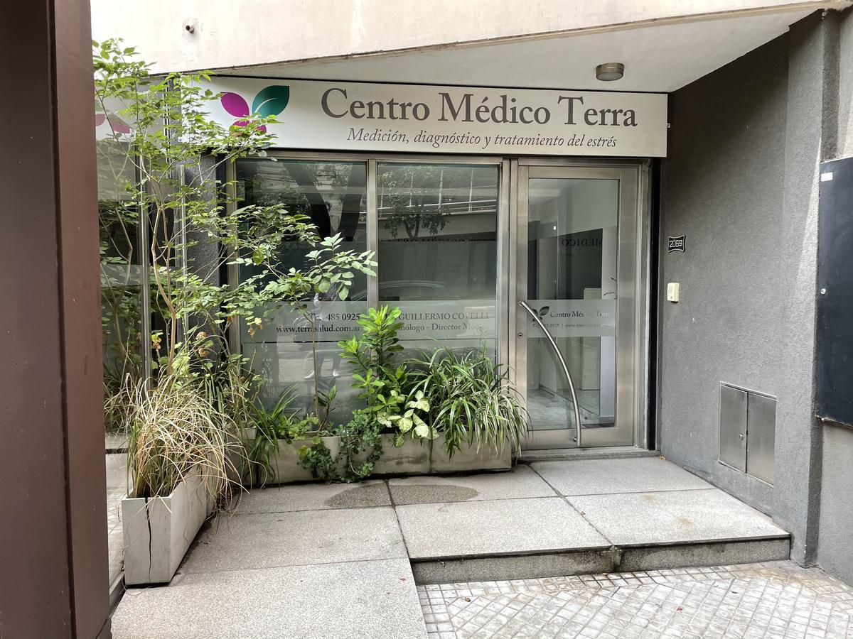 Foto Local en Venta en  Abasto,  Rosario  Italia al 2000