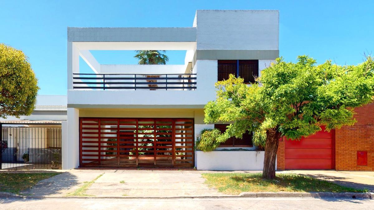 Foto Casa en Venta en  Tolosa,  La Plata  11 E/ 530 y 531