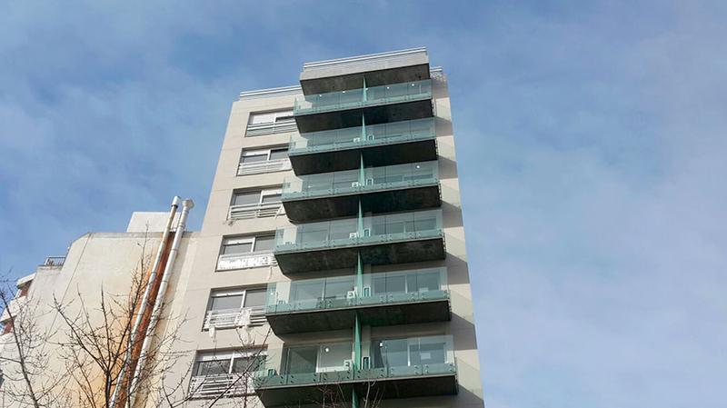 Foto Departamento en Alquiler en  Pocitos Nuevo ,  Montevideo  A estrenar con patio y parrillero.