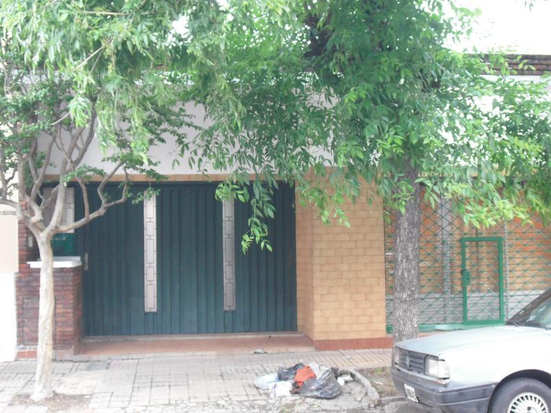 Foto Casa en Venta en  Valentin Alsina,  Lanus  Dr. Patxot 800