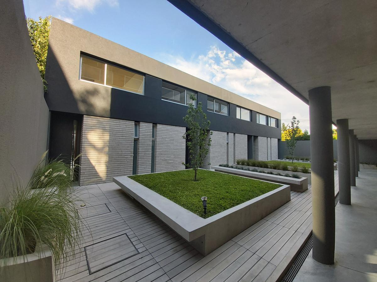 Foto Casa en Venta en  Olivos-Uzal/Panam.,  Olivos  Basavilbaso al 4200