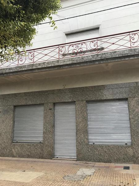 Foto Local en Alquiler en  La Plata ,  G.B.A. Zona Sur  2 entre 64 y 65