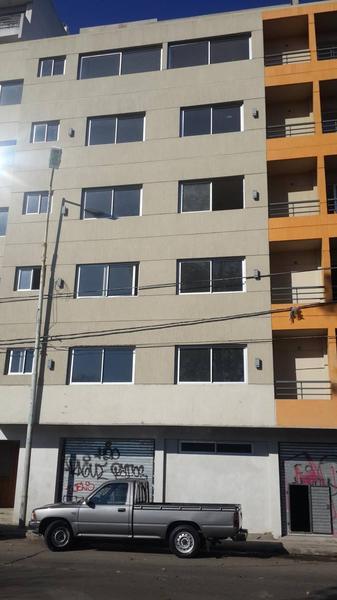 Foto Local en Venta en  Haedo,  Moron  Avenida Rivadavia al 15200