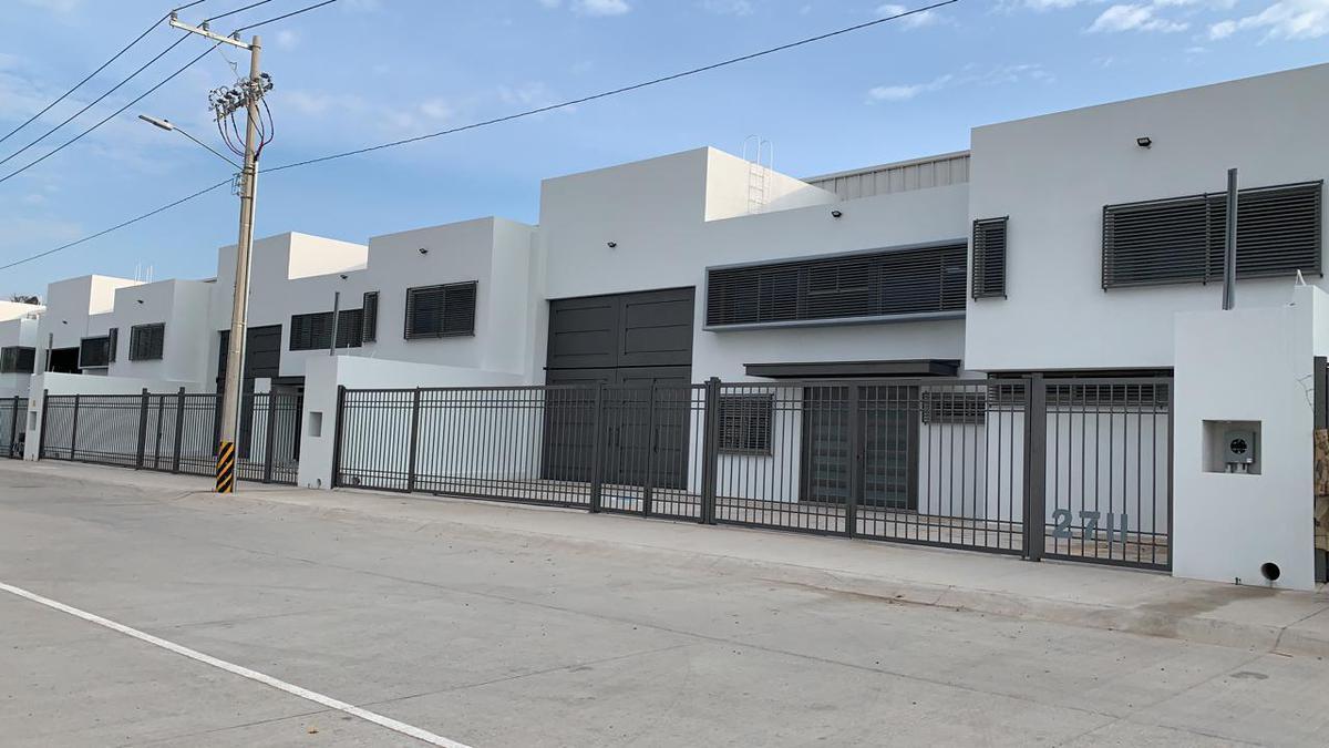 Foto Bodega de Guardado en Renta en  León ,  Guanajuato  Nave industrial en renta en San Pedro de los Hernandez / León (Guanajuato)
