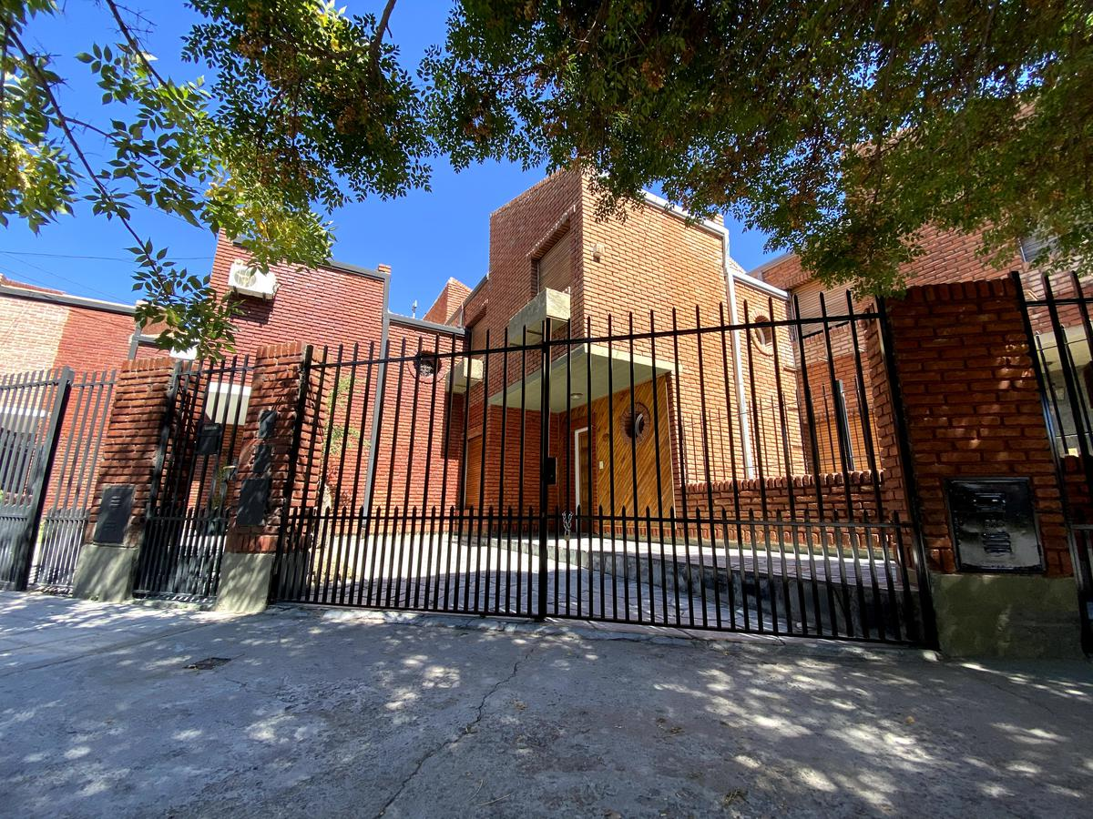 Foto Casa en Alquiler en  Mariano Moreno,  Capital  Borlenghi al 100