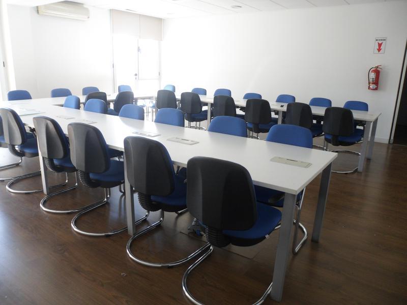 Foto Oficina en Alquiler en  Capital ,  San Juan  Ignacio de la Roza al 100