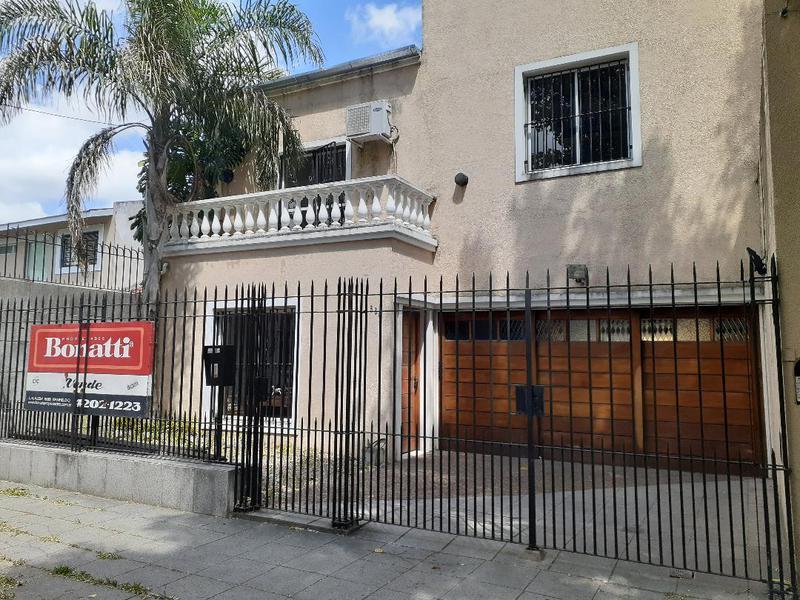 Foto Casa en Venta en  Lomas de Zamora Oeste,  Lomas De Zamora  CARLOS CROCE 668  e. Paso y Castelli